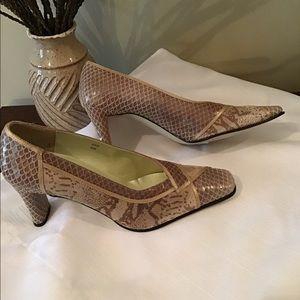 """Vintage J. Renee Trish 3"""" Heels, 6M, EUC"""